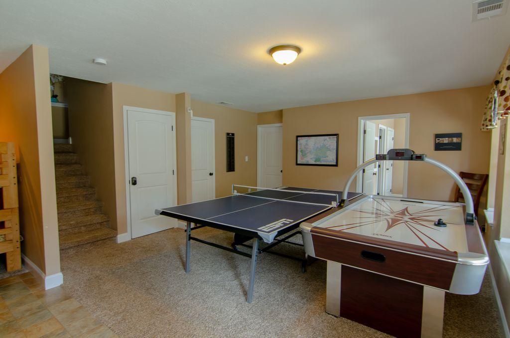 Norris Lake Properties   Hidden Treasure; Norris Lake Cabin Rentals   Game Room