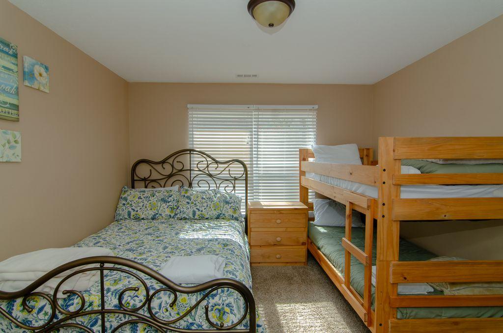 Norris Lake Properties   Hidden Treasure; Norris Lake Cabin Rentals   Bedroom with Bunk Beds